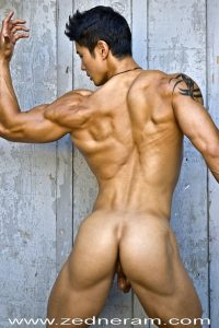 Muscle guy with smooth butt