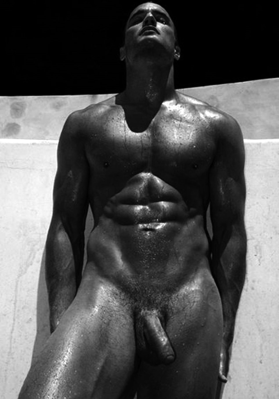 Dieux du Stade 2011 fully naked muscle man